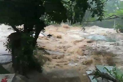 รูปข่าว ด่วน!! เกิดน้ำป่าไหลหลากในน้ำตกนางรอง จ.นครนายก