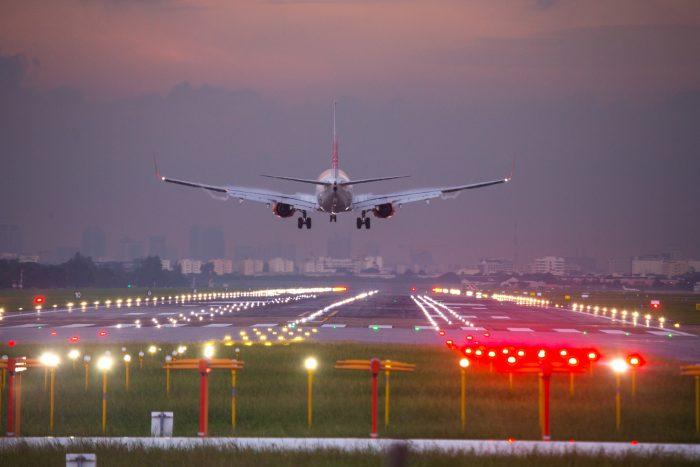 เครื่องบิน สนามบิน
