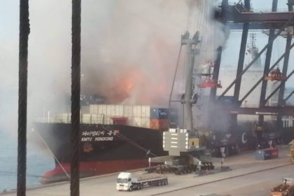 รูปข่าว เปิดวินาทีเหตุไฟไหม้ตู้สินค้าท่าเรือแหลมฉบัง