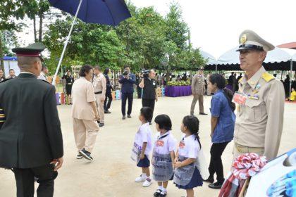 รูปข่าว 'กรมสมเด็จพระเทพฯ' ทรงต้องหยุดเมื่อเด็กน้อยถาม 'ไปไหนนี่'