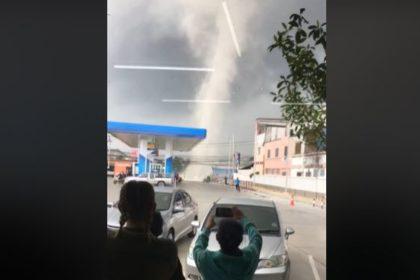 รูปข่าว พายุหมุนลูกใหญ่ ถล่มสมุทรปราการ
