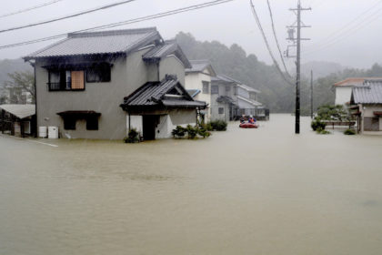 รูปข่าว เป็นประวัติการณ์ 'ฝนตก-ลมแรง' ไต้ฝุ่นฮากิบิสขึ้นฝั่งญี่ปุ่น