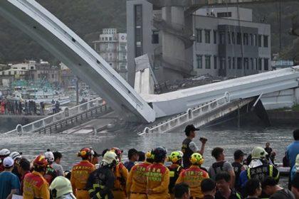 รูปข่าว เปิดภาพนาที 'สะพานไต้หวัน' ถล่ม