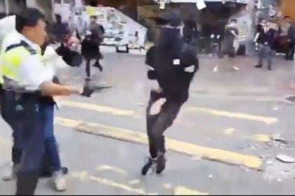 รูปข่าว ตำรวจยิงผู้ประท้วงฮ่องกงบาดเจ็บ