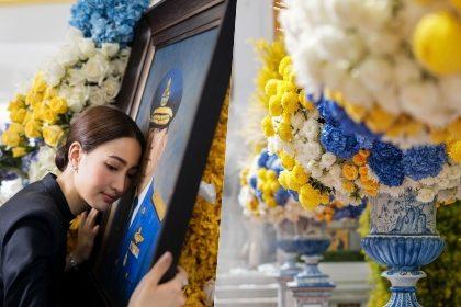รูปข่าว เปิดความหมาย ดอกไม้สุดปราณีต งานพระราชทานเพลิง คุณพ่อ 'แต้ว ณฐพร'