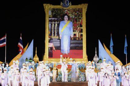 รูปข่าว นายกฯนำจุดเทียน ถวายพระพรชัยมงคล 'สมเด็จพระบรมราชชนนีพันปีหลวง'