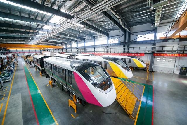 รถไฟฟ้าสายสีชมพู เหลือง