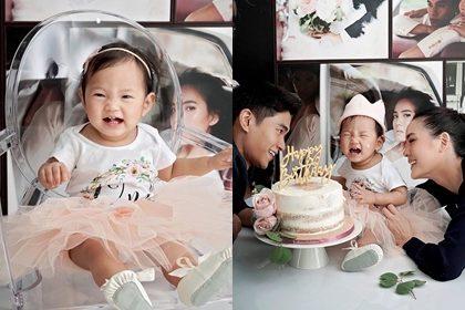 """รูปข่าว ภาพครอบครัวอบอุ่น! """"เจนี่-มิกกี้"""" ฉลองวันเกิด """"น้องโนล่า"""" หนู 1 ขวบแล้วนะคะ!"""