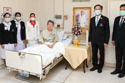 รูปข่าว กรมสมเด็จพระเทพฯ พระราชทานแจกันดอกไม้เยี่ยม 'ผู้ว่าฯ สมุทรสาคร'