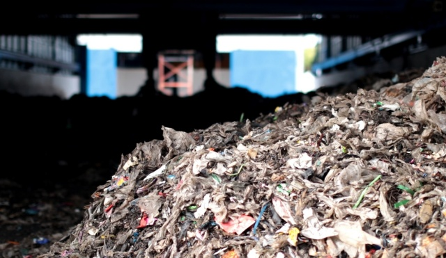 MOU GC x SUT ภาพกองขยะพลาสติกปนเปื้อน