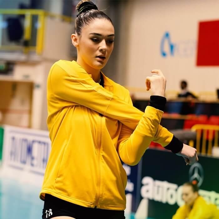 14 เซห์ร่า กูเนส นักตบลูกยางสาวทีมชาติตุรกี1