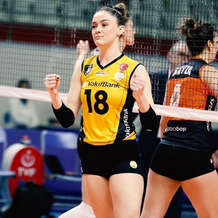 14 เซห์ร่า กูเนส นักตบลูกยางสาวทีมชาติตุรกี11