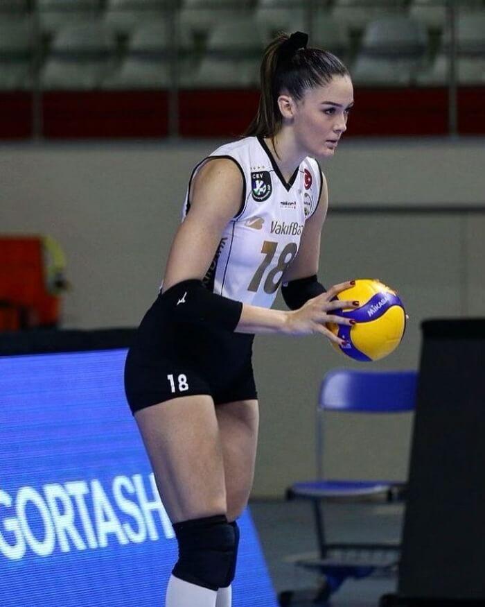 14 เซห์ร่า กูเนส นักตบลูกยางสาวทีมชาติตุรกี4