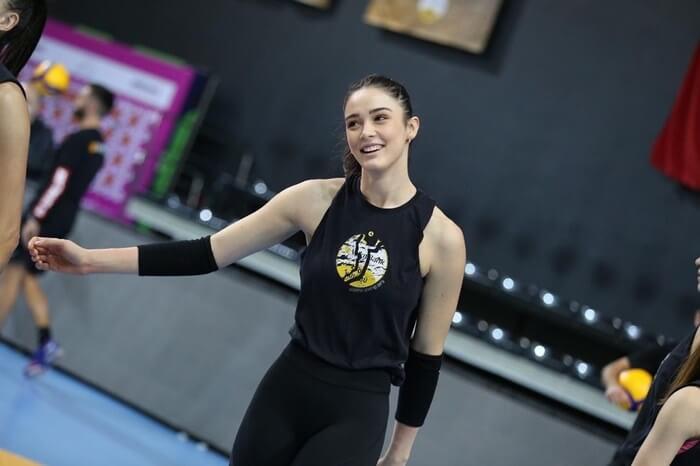 14 เซห์ร่า กูเนส นักตบลูกยางสาวทีมชาติตุรกี8
