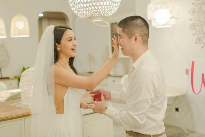 มะปราง วิรากานต์ ถูกแฟนหนุ่มคุกเข่าขอแต่งงาน